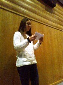 Beatriz do 10.ºano lê um poema de Ant. Ramos Rosa